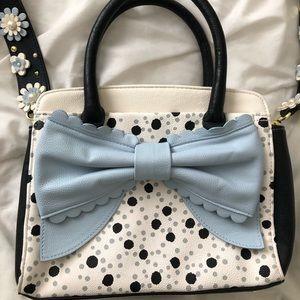 Adorable bow, Betsey Johnson purse 🖤
